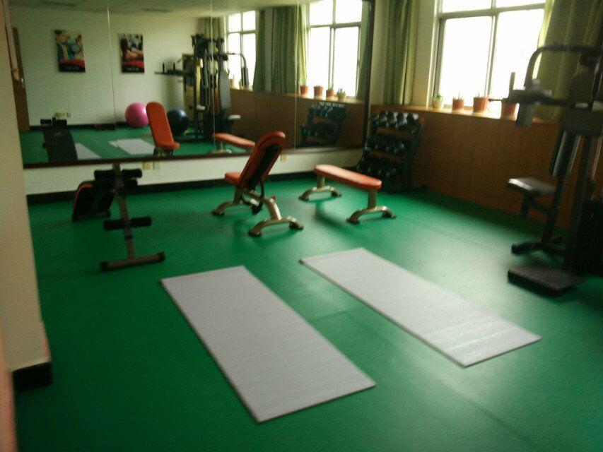 企事业单位健身房实景效果3