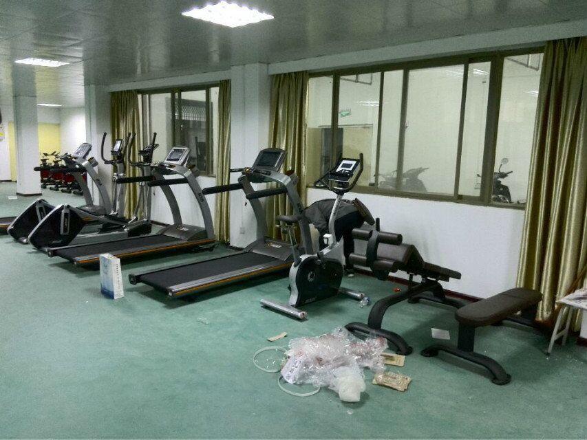学校健身房安装效果图