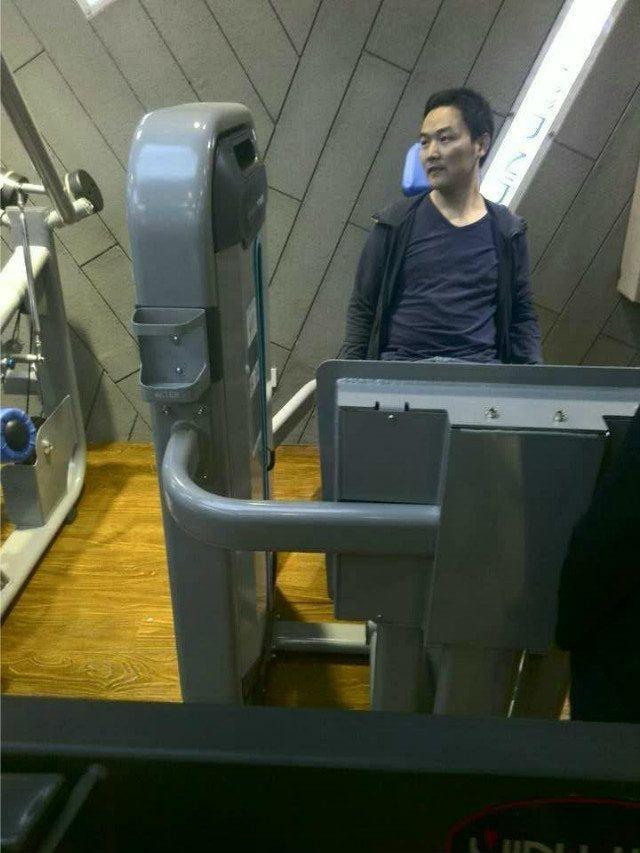 蹬腿训练器