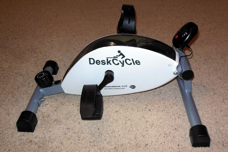 S10资讯-    可以放在办公桌下使用的踏步机