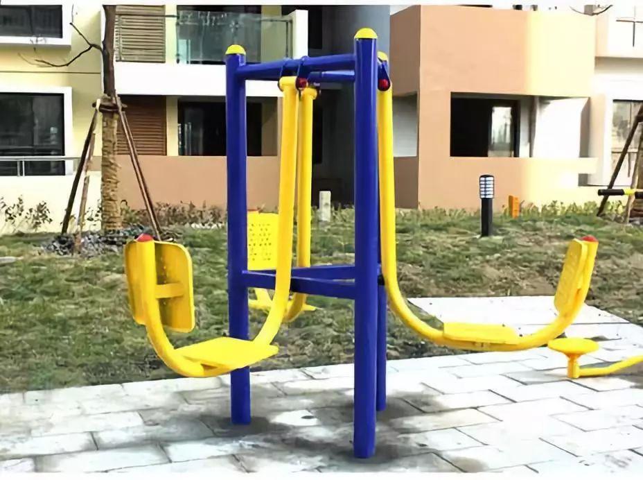 儿童使用室外健身器材须谨慎