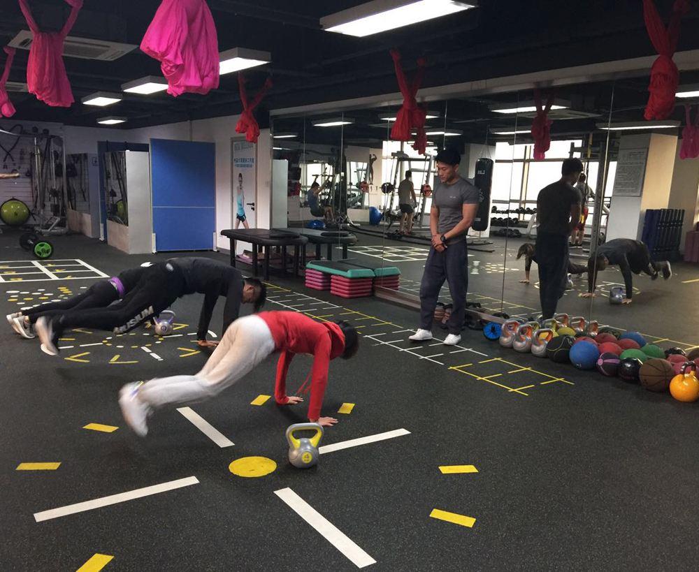 锻炼手臂肌肉力量的健身器材